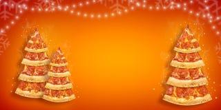 Aviador de la promoción de la Navidad con la rebanada de la pizza en la forma del árbol de navidad con el espacio de la copia Piz imagen de archivo libre de regalías