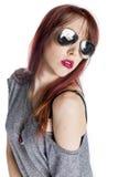 Aviador que lleva de moda Sunglasses de la mujer joven Imagen de archivo