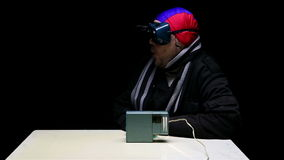 Aviador que mira una película almacen de video