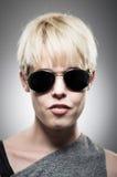 Aviador vestindo Sunglasses da mulher caucasiano nova bonita Imagens de Stock