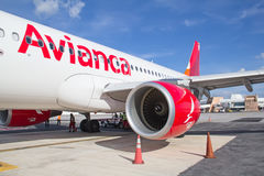 Avianca飞机在坎昆 免版税图库摄影