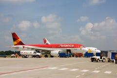 Avianca飞行在monteria机场 免版税库存照片