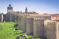 avid Detaljerad sikt av Avila väggar, också som är bekant som murallas de a arkivbilder