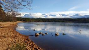 Aviemore-Loch stockbild