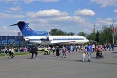 Aviões de passageiro Yak-42 na exposição em Moscou Fotografia de Stock