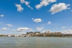 Avignon über dem Rhône-Fluss, Frankreich lizenzfreie stockbilder