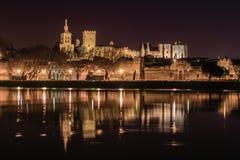 Avignon på natten. Arkivfoton