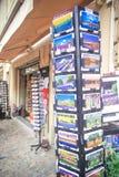 Avignon souvenir shoppar Arkivfoton
