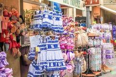 Avignon souvenir shoppar Arkivbild