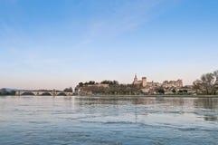 Avignon vom anderen Ufer der Rhones, Frankreich lizenzfreie stockfotos