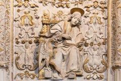 AVILA, ΙΣΠΑΝΙΑ, ΑΠΡΙΛΙΟΣ - 18, 2016: Η ανακούφιση του ST John ο Ευαγγελιστής σε Girola Catedral de Cristo Σαλβαδόρ Στοκ Εικόνα