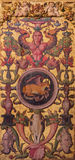 AVILA, ΙΣΠΑΝΙΑ: Plateresque διακοσμητική πόρτα στο σκευοφυλάκιο Catedral de Cristo Σαλβαδόρ με το συμβολικό του Luke ο Ευαγγελιστ Στοκ φωτογραφία με δικαίωμα ελεύθερης χρήσης