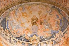Avila - den barocka freskomålningen av St Benedict av Nursia i den kyrkliga basilikan de San Vicente och absid av sidokapellet Royaltyfria Bilder