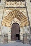 Avila - den huvudsakliga gotiska portalen av Catedral de Cristo Salvador Royaltyfria Foton