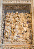 Avila - lättnaden av tolv gamla Jesus i templet på renässanstranschoiren i Catedral de Cristo Salvador från 16 cent Arkivfoto