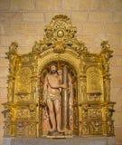 AVILA, SPAGNA, 19 APRILE AL 2016: L'altare barrocco policromo scolpito con la statua Flagellated Gesù in chiesa Basilica de San V Fotografie Stock Libere da Diritti