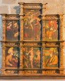 AVILA, SPAGNA, 18 APRILE AL 2016: L'altare laterale in Catedral de Cristo Salvador da un artista sconosciuto di 16 centesimo Fotografia Stock Libera da Diritti