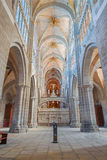 AVILA, SPAGNA, 19 APRILE AL 2016: La navata della cattedrale con l'trans-altare Fotografia Stock Libera da Diritti