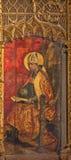 AVILA, SPAGNA, 18 APRILE AL 2016: La pittura della st Ambroste il medico della chiesa sull'altare principale di Catedral de Crist Immagini Stock