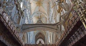 AVILA, SPANIEN, APRIL - 19, 2016: Das Organ und das Teil des Chores der Kathedrale lizenzfreie stockfotos