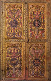 AVILA SPANIEN, APRIL - 18, 2016: Den plateresque dekorativa dörren i sakristian av Catedral de Cristo Salvador Arkivfoto