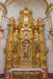 AVILA SPANIEN, APRIL - 19, 2016: Det sned polychrome altaret av St Joseph i kyrkliga Convento San Antonio av den okända konstnäre Fotografering för Bildbyråer