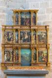 AVILA SPANIEN, APRIL - 18, 2016: Sidoaltaret i Catedral de Cristo Salvador av den okända konstnären av 16 cent Royaltyfri Foto