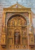 AVILA SPANIEN, APRIL - 18, 2016: Sidoaltaret i Catedral de Cristo Salvador av den okända konstnären av 16 cent Arkivfoto