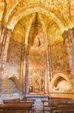 AVILA SPANIEN, APRIL - 18, 2016: Sidokapellet i Catedral de Cristo Salvador med altaret av den okända konstnären av 16 cent Royaltyfri Bild