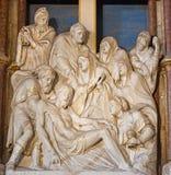 AVILA SPANIEN, 2016: Avlagringen av korset sned skulptur från sakristia av Catedral de Cristo Salvador Royaltyfria Foton