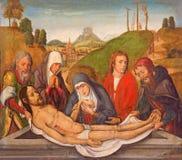 AVILA SPANIEN: Den gotiska målarfärgen av jordfästningen av Jesus på sidoaltaret i Catedral de Cristo Salvador av den okända kons Royaltyfri Bild