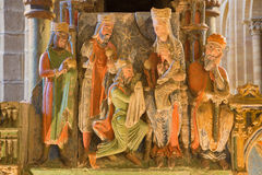 AVILA SPANIEN: Detalj av tre de tre vise männen på romanesque polychrome begravnings- minnes- Cenotafio de los Santos Hermanos Ma Arkivbilder