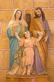 AVILA, SPANIEN, 2016: Die Skulptur von heiligem Famili in Kirche Basilikades San Vicente durch unbekannten Künstler 19 cent Lizenzfreie Stockfotos