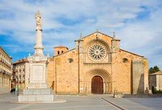 AVILA SPANIEN, 2016: Fasaden av kyrkliga Iglesia de San Pedro på skymning Arkivbilder