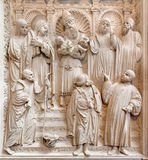 AVILA SPANIEN: Lättnad av presentationen i templet på renässanstranschoiralaten i Catedral de Cristo Salvado Arkivbilder