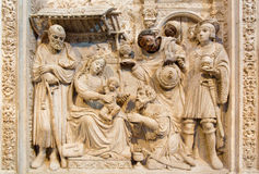 AVILA SPANIEN: Lättnad av tre de tre vise männen på ranaissancetranschoiralaten i Catedral de Cristo Salvado Royaltyfri Bild