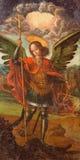 AVILA SPANIEN, 2016: Målarfärgen av ärkeängeln Michael i Catedral de Cristo Salvador av den okända konstnären av 16 cent Arkivbilder