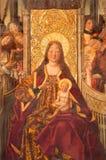AVILA SPANIEN: Madonna på biskopsstolen i Catedral de Cristo Salvador i kapellet Capilla De Nuestra Senora De Gracia Royaltyfri Foto
