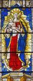 AVILA SPANIEN, 2016: Madonna på målat glass i Catedral de Cristo Salvador Royaltyfria Bilder