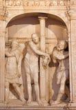 AVILA SPANIEN: Marmorera skulptur av flagellation av Kristus i sakristia av Catedral de Cristo Salvador på altaret Royaltyfri Foto
