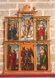 AVILA SPANIEN, 2016: Sidoaltaret i Catedral de Cristo Salvador av den okända konstnären av 16 cent Arkivfoton
