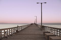 Avila strandpir på skymning arkivfoto