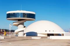 Aviles, Spanje - November 19, 2018: De bouw van het Niemeyercentrum in Aviles Is een cultureel centrum stock afbeelding