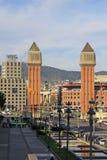 Avinguda de Λα Reina Μαρία Cristina - οδός που οδηγεί στους ενετικούς πύργους σε Placa δ ` Espanya στη Βαρκελώνη Στοκ Φωτογραφία
