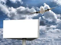 Avião acima do céu Fotografia de Stock Royalty Free