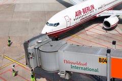 Avião Boeing 737-86J aterrado no aeroporto Fotografia de Stock Royalty Free
