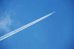 Avião no céu Fotografia de Stock Royalty Free