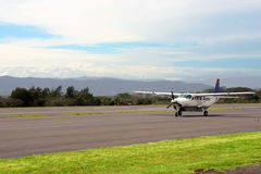 Avião pequeno nas montanhas Imagem de Stock Royalty Free