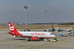 Avion à l'aéroport Photo stock