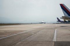 Avion à l'aéroport de Katmandou, Népal Image libre de droits